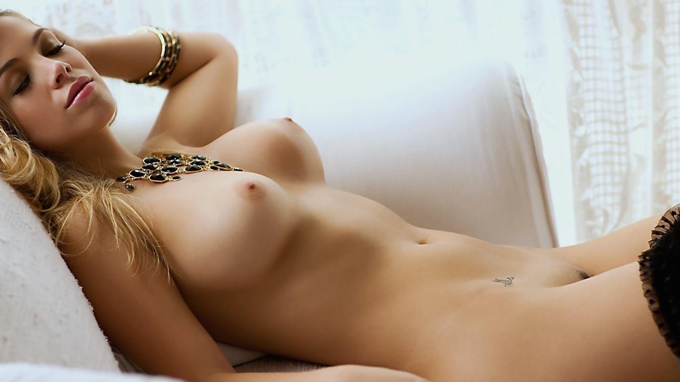 Голые высококачественные фото девушек голые столом