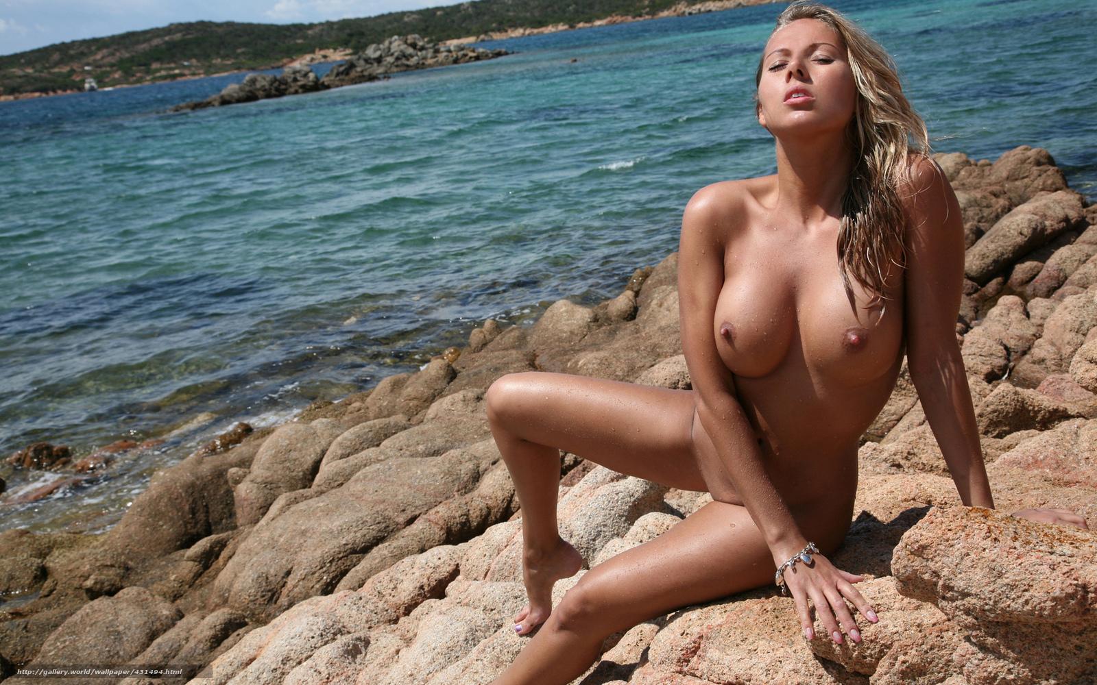 Видео Девушки С Голой Грудью На Пляже