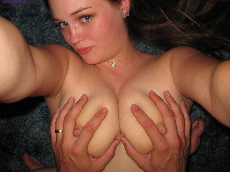 Трогает большую грудь, застенчивую русскую девушку развели на секс