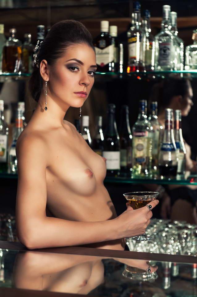 Показать женщин с очень большой грудью задрала