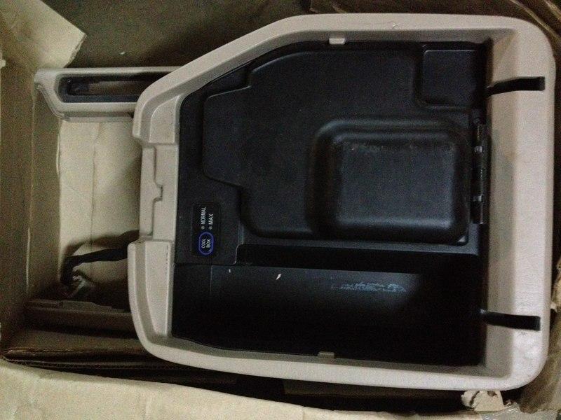 холодильник в подлокотник 004.jpg