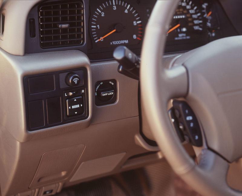1996_Lexus_LX_450_20.jpg